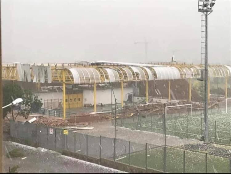 Montecchia di Crosara (Verona) completamente distrutto il palazzetto dello sport dal maltempo